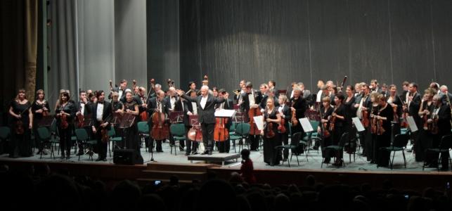 Пресса о концерте оркестра Владимира Спивакова на сцене филармонии